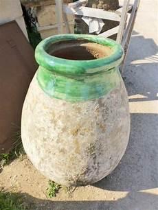 authentique jarre olive en terre cuite et emaille couleur