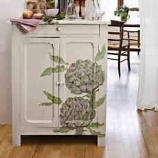 décaper un meuble peint un meuble peint d artichauts painted furniture