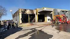 garage villefranche de rouergue spectaculaire incendie au garage cayla de villefranche