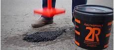 asphalt risse ausbessern mit kalt oder reparaturasphalt risse und l 246 cher im