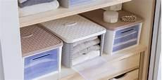 scatole per guardaroba contenitori per armadi guardaroba tavolo consolle