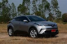 essai toyota chr hybride 2018 toyota c hr hv hi hybrid 2018 review bangkok post auto
