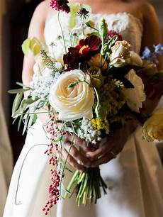 fall wedding bouquet ideas and which flowers they re made with