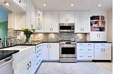 farbe für küche dunkle schr 228 nke licht arbeitsplatten k 252 che backsplash farbe trends in der k 252 che lackfarben mit