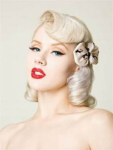 hair pin up on a cute pinup hairstyle short to mid length pinup