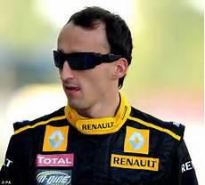 Robert Kubica - robert kubica completes test with team renault daily