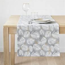 chemin de table en chemin de table en coton gris imprim 233 feuillages 45x150 palmariva maisons du monde