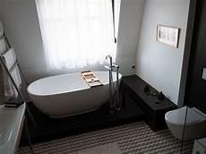 badewanne auf podest b 228 der idee luino freistehenden badewanne