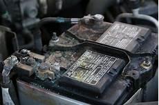 combien de temps dure une batterie de voiture batterie de voiture fonctionnement dur 233 e de vie et prix