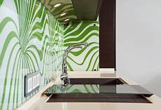 fliesenspiegel küche verkleiden pvc kuchenruckwand glas auf fliesen kleben caseconrad