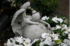 ange pour tombale ange pleurant photo stock image du cleveland