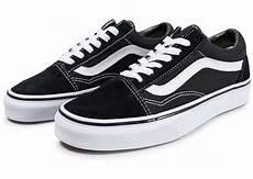 vans skool blanche vans skool low et blanche chaussures baskets