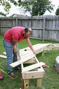 holzrahmen selber bauen diy circle bench around your pit gartenm 246 bel selber bauen selber bauen garten und