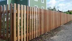 gartenzaun holz diagonal staketenzaun pletscherholz pletscher co ag