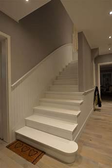 Farbgestaltung Flur Mit Treppe - wandverkleidung holzpaneele treppenhaus