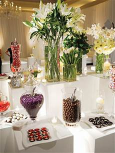 i m trying to find centerpiece or favors ideas using