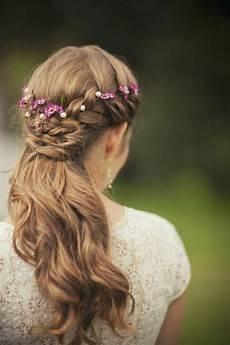 Blumen Im Haar Hochzeit - 44 sch 246 ne hochzeitsfrisuren f 252 r lange haare
