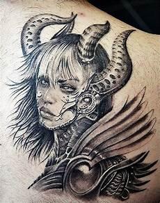 tatouage femme guerriere acidcruetattoo