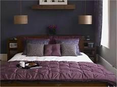 lila schlafzimmer lila schlafzimmer kamin mit bildern kleines