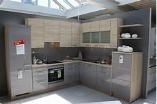 Küchenzeile 2 40m - nobilia musterk 252 che moderne graue hochglanzk 252 che in l form