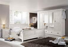 schlafzimmer holz weiß massivholz schlafzimmer komplett set kiefer massiv holz