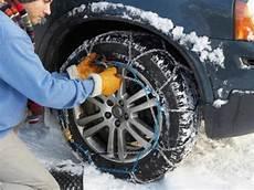 pneu neige ou chaine cha 238 ne ou chaussette pour ses pneus en hiver ooreka