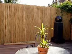 Balkon Sichtschutz Bambus - bamboo balcony privacy screen ideas with plants carpets