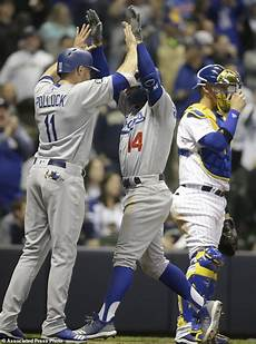 hernandez s 3 run homer lifts dodgers past brewers 5 3 daily mail online