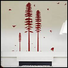 dessiner et peindre un arbre sur un mur de salon