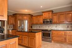 popular kitchen colors with maple cabinets best kitchen paint trendy kitchen backsplash maple
