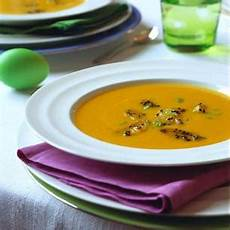 möhren orangen suppe m 246 hrensuppe mit kokosmilch und ingwer brigitte de