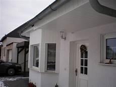farbe für dachüberstand fassadenplatten kunststoff fassadenplatten kunststoff