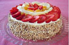 torta pan di spagna crema pasticcera e panna torta alla frutta ricetta con pan di spagna e crema pasticcera