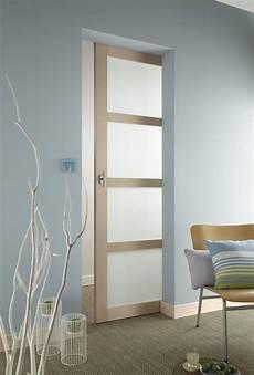 une porte coulissante vitr 233 e en quatre panneaux leroy merlin