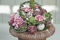 hortensien gesteck selber machen dekorieren mit geweihen glasvasen dekorieren mit frischen