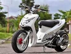 Warna Pelek Motor Keren by Gambar Motor Keren Gambar Modif Yamaha Mio