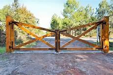 fabrication portail bois portails construction de maisons en bois dans les landes
