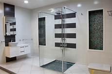 salle de bain bleu gris roland coster salle de bains bisazza bleu et