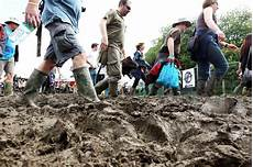 glastonbury to be a mudbath with heavy downpours and thunderstorms predicted mirror online