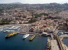 pozzuoli ischia porto traghetti caremar napoli porto di pozzuoli