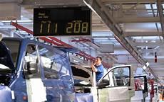 wie viele warnwesten im auto deutschland gute bilanz vw verkauft in deutschland so viele autos