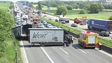Bad Homburg Schwerer Unfall Auf Der A5 Zwei Lkw