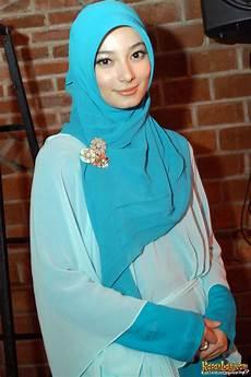 Fesyen Koleksi Foto Jilbab Artis Untuk
