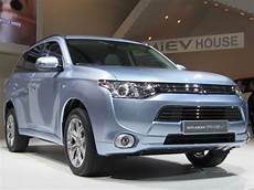 mitsubishi outlander hybrid mitsubishi outlander in hybrid suv now delayed til