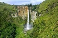 15 Gambar Pemandangan Air Terjun Alam Dan Gunung Terindah