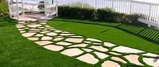 gazon sur terrasse quel gazon synth 233 tique pour votre jardin et votre terrasse