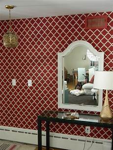 tapeten mit muster rote tapeten f 252 r k 246 niglichen r 228 umlichkeiten in ihr zuhause