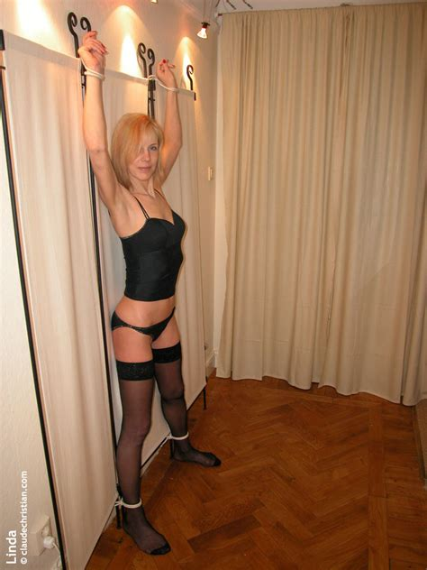 Zoe Boyle Nude Pics