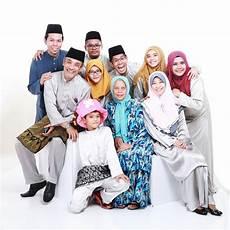 Gambar Keluarga Selepas Pergi Rumah Nenek Menyambut Hari
