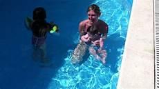 bagno in piscina in tutorial primo bagno in piscina per un bambino